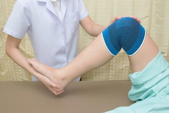 terapi tulang lutut yang bergeser
